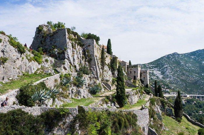 Para pojechała na wakacje do Chorwacji, by odnaleźć miejsca z Gry o Tron. Takich zdjęć z urlopu nie powstydził by się żaden Fan18