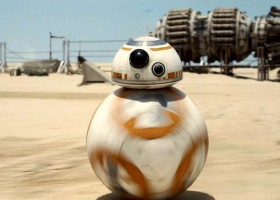 Najfajniejsze gadżety z Gwiezdnych Wojen: Każdy fan sagi chciałby je dostać  w te święta