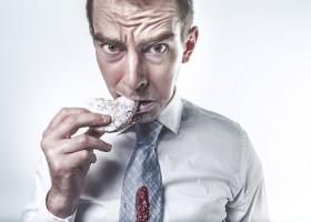 4 żywieniowe błędy, które  faceci popełniają najczęściej. Zmień nawyki, zachowaj zdrowie