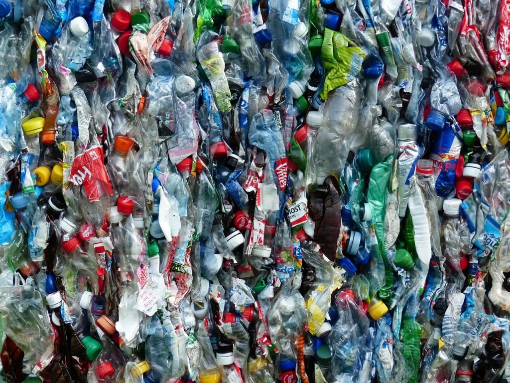 plastic-bottles-115077_1280