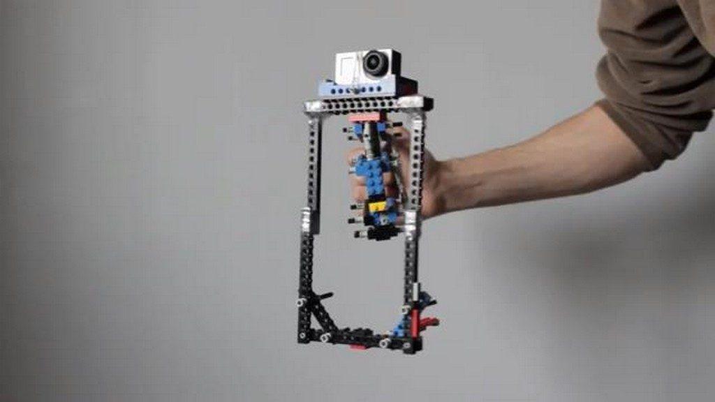 Funkcjonalny stabilizator dla kamer GoPro zbudowany z klockow LEGO 1