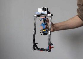 Funkcjonalny stabilizator dla kamer GoPro zbudowany z klocków LEGO