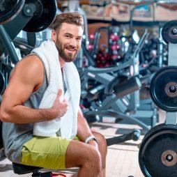 Sześciopak nie tylko dla nastolatków. Nie pozwól, by lata odebrały Ci męski wygląd. Trening oraz dieta dla 20, 30 oraz 40 latka