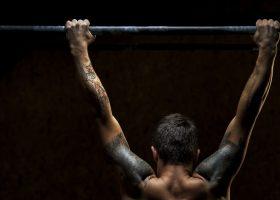 Zależy Ci na jak największej ilości podciągnięć? Oto plan treningowy oraz kilka cennych rad jak prawidłowo zwiększać ilość podciągnięć na drążku