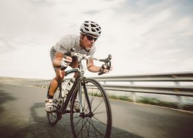 Pedałuj i zaangażuj wszystkie mięśnie do jazdy na rowerze